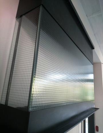Biokominek. Zbliżenie szkła Clear Loft.