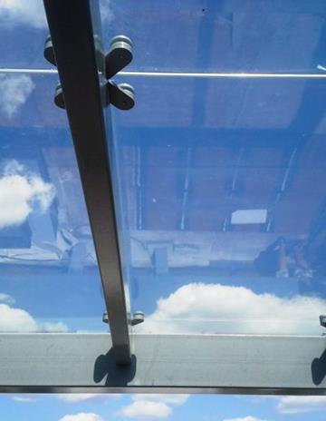 Szkło bezpieczne-hartowane laminowane.