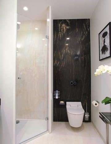 Drzwi prysznicowe na zawisach unoszonych.