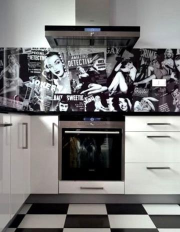 Panel szklany z grafiką retro wg autorskiego projketu.