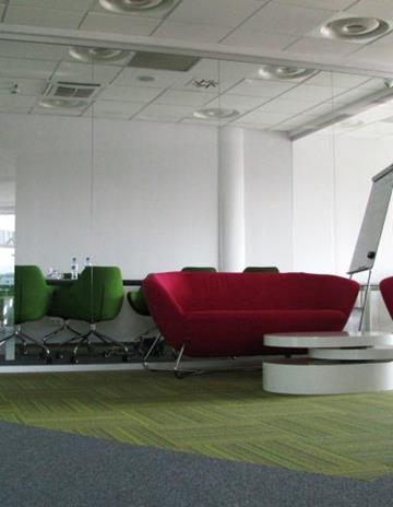 Przeszklenie sali konferencyjnej na systemie GSW Office. Szkło bezpeczne.