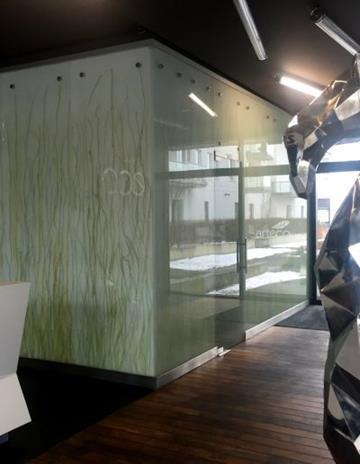 Recepcja - szkło Madagascar laminowane ze szkłem lakierowanym.