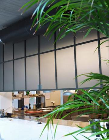 Szkło satynowe i barwione w masie-laminowane.